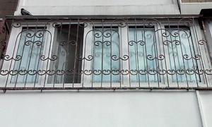Решетка кованая на балконе
