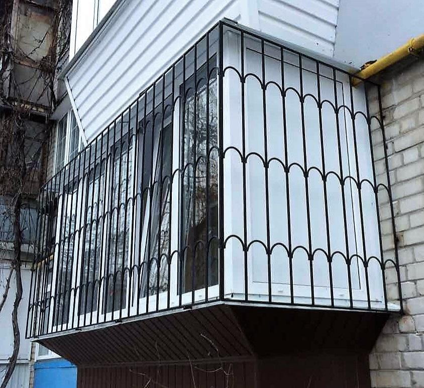 какие решетки поставить на окна балкона фото выбрать
